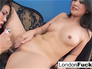 London Keyes and Evelynn Linn have some lesbian act