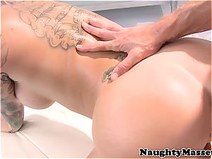tattooed stunner gives a rubdown before getting penetrated