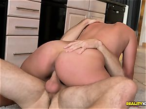 banging the cookie baker Skyler Luv deep in her snatch pie