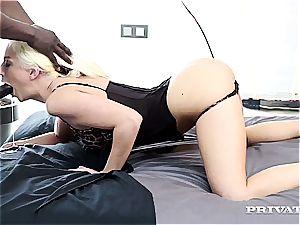 Jessie Volt gets her rectum wrecked