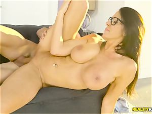 Mature thick mounds housewife Reagan Foxx entices her insatiable stepson