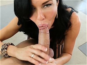 messy cougar Veronica Avluv takes it in her donk making her drizzle