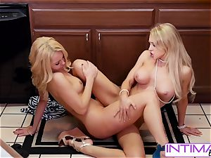 observe Alix and Aaaliyah lick each others lil' raw snatch