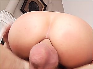 gigantic culo Latina getting a lovely facial