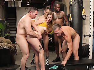 blondie ultra-cutie double penetration hump ravaged at the gym