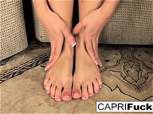 Capri plays with her fuckbox and feet