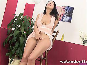 splendid Kira goddess uses her contraptions to wank