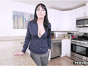cougar stepmom gives great head