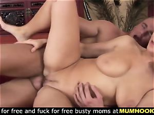 mommy cheats her hubby with the youthfull paramour
