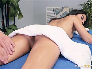 sensual rubdown turns into a voluptuous bang