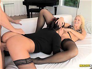 Anikka Albrite and Peta Jensen threesome