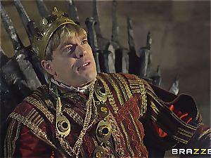 Daenerys Targaryen gets pummeled by Jon Snow on the iron Throne