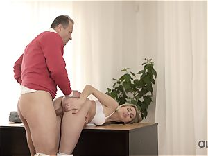 OLD4K. Good-looking nubile wasn t against intercourse with luxurious elderly daddy