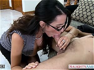 Ariella Ferrera has luxurious glasses and enjoys spunk-pump